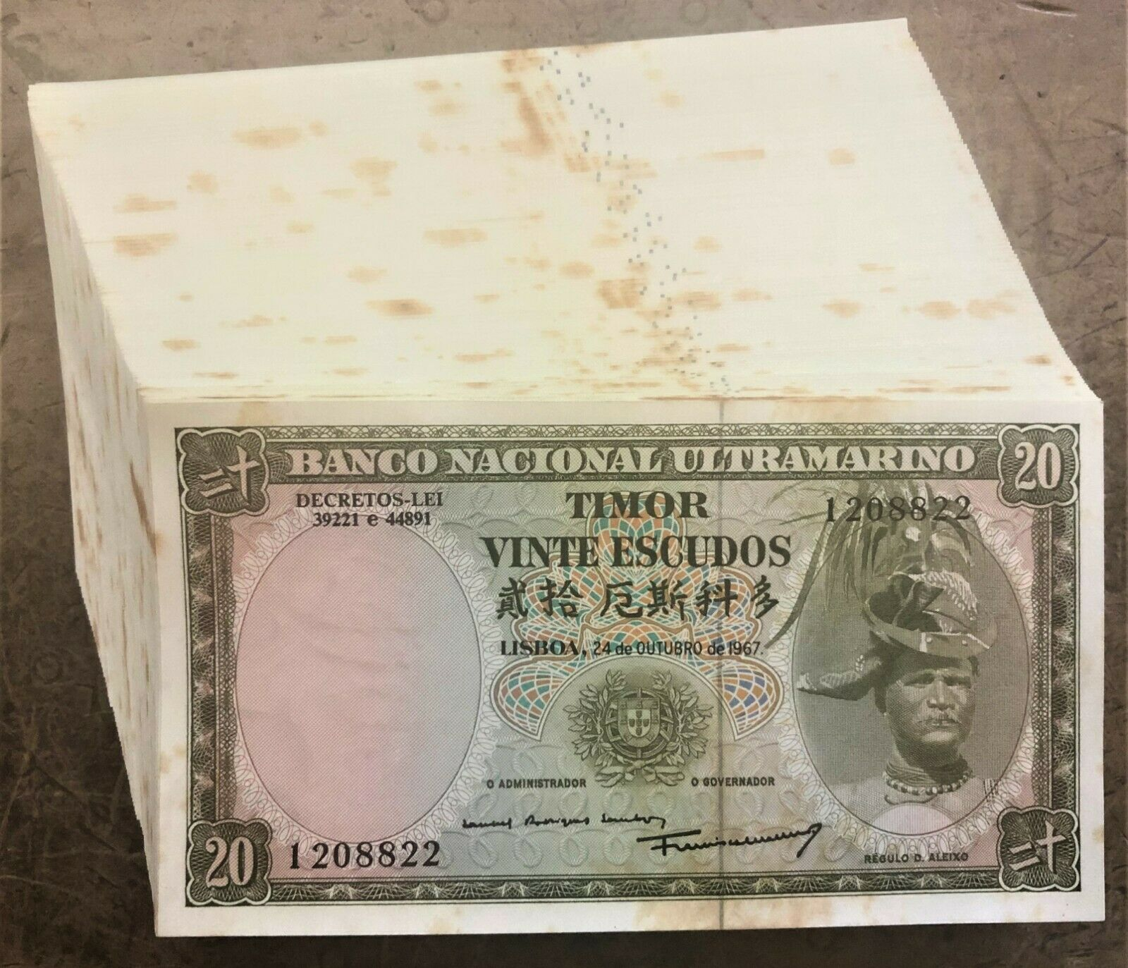 WHOLESALE GROUP of 100 TIMOR 20 ESCUDOS NOTES of 1967 PICK# 26a UNUSED BUT SPOTS